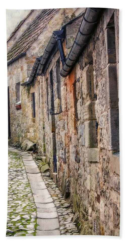 Cobblestone Hand Towel featuring the photograph Doon A Scottish Wynd by Hal Halli