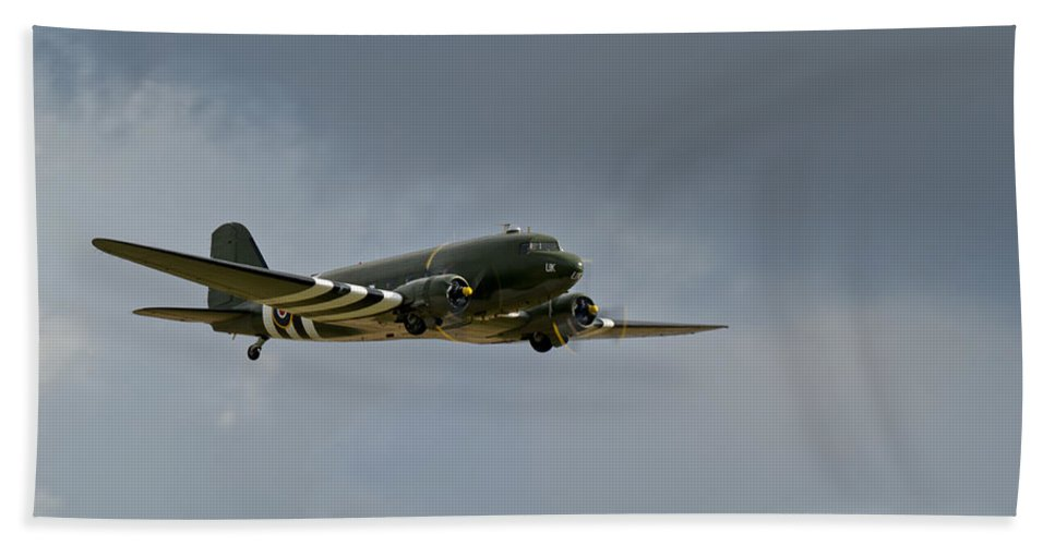 Dakota Hand Towel featuring the photograph Douglas C-47 Dakota by Gary Eason