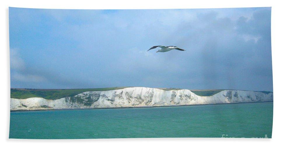 Landscape Bath Sheet featuring the photograph Dover by Loreta Mickiene