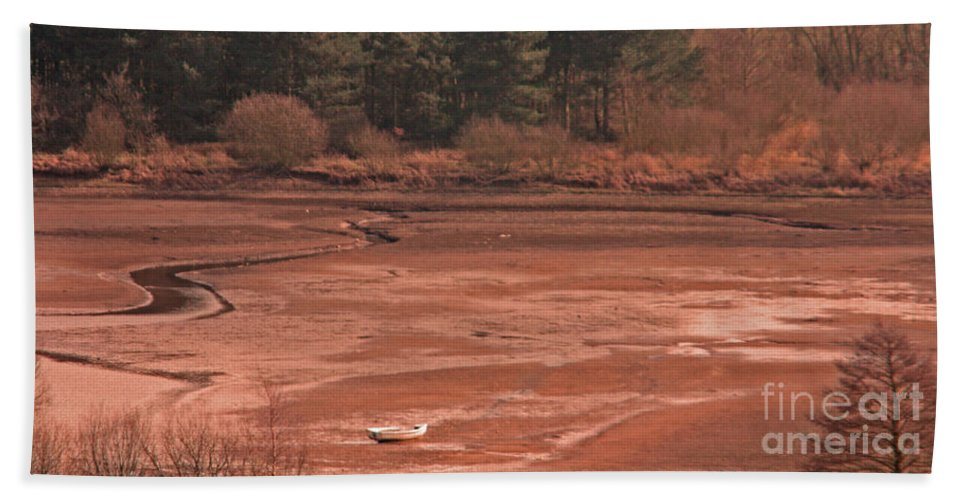 Cropston Reservoir Bath Sheet featuring the photograph Dry Reservoir by Linsey Williams