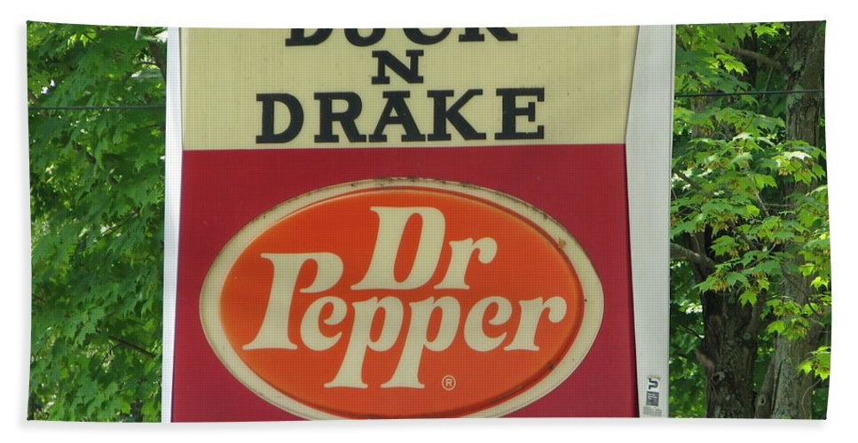 Duck And Drake Hand Towel featuring the photograph Duckter Pepper by Michael Krek