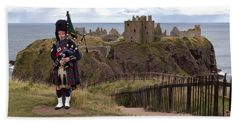 Piper Bath Sheet featuring the photograph Dunnottar Piper by Eunice Gibb