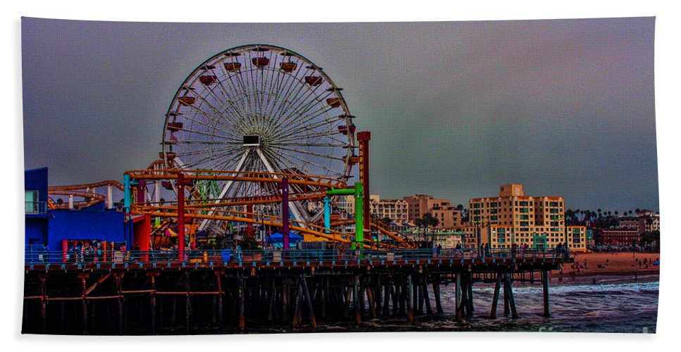 Santa Monica Bath Sheet featuring the photograph Dusk At The Santa Monica Pier by Tommy Anderson