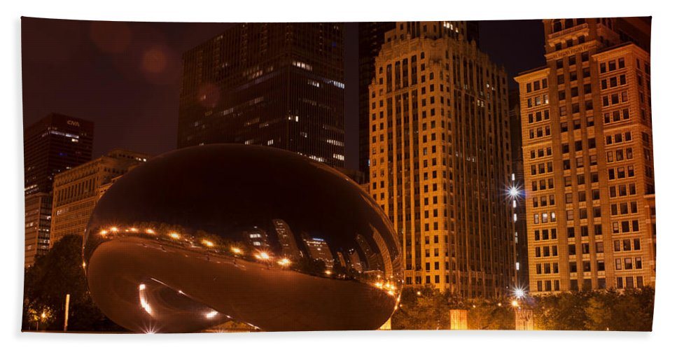 Chicago Bath Sheet featuring the photograph Early Hours In Chicago by Miguel Winterpacht