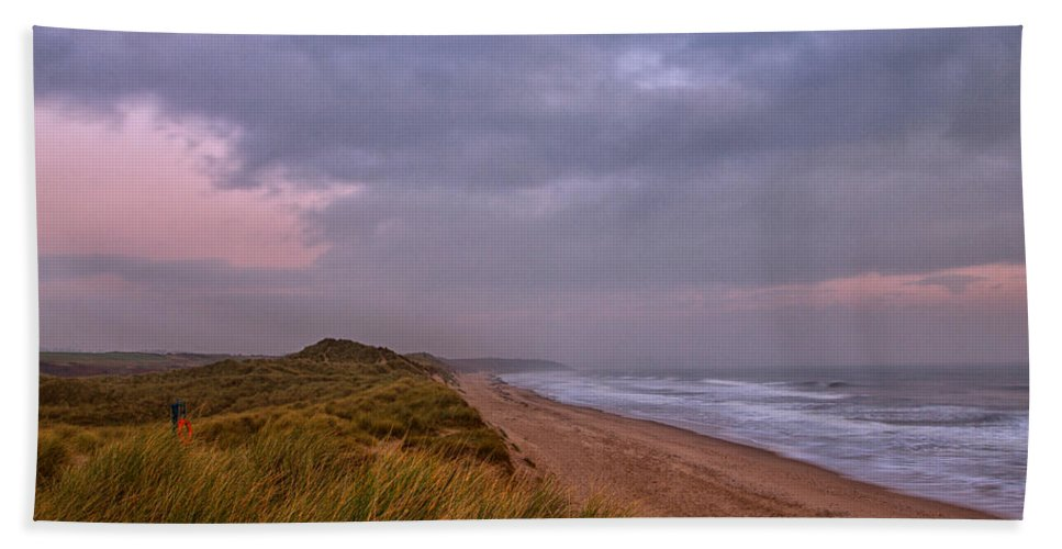 Warkworth Hand Towel featuring the photograph Early Morning At Warkworth by David Pringle