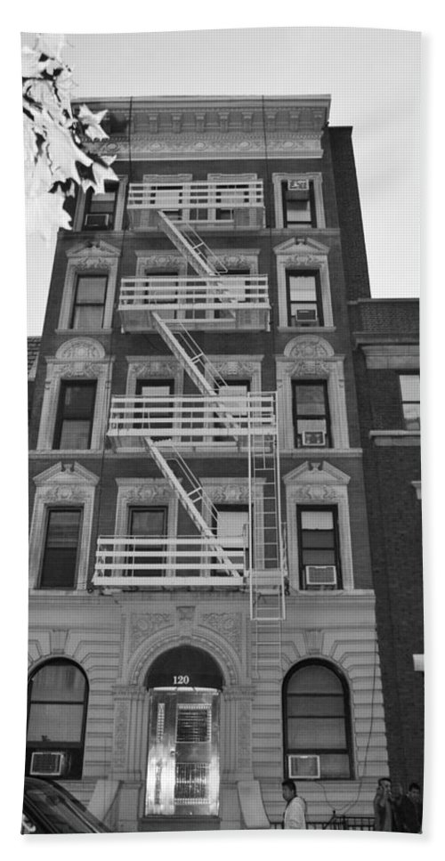 Scenic Hand Towel featuring the photograph Egress Building In Black And White by Rob Hans