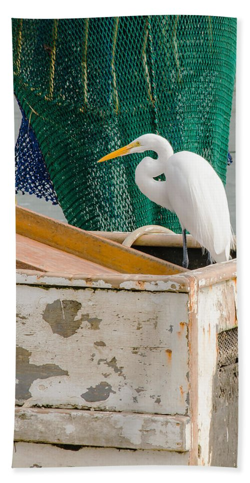 Egret Hand Towel featuring the photograph Egret With Fishing Net by Allen Sheffield