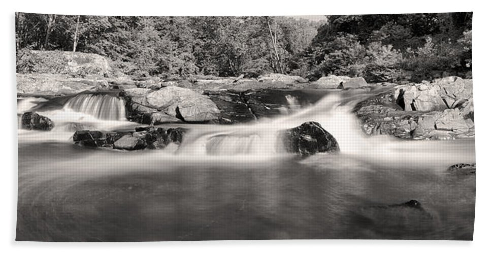 Little Patuxent River Hand Towel featuring the photograph Embracing The Flow by Edward Kreis