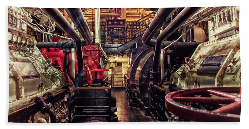 Queen Mary Hand Towel featuring the photograph Engine Room Queen Mary 02 by Thomas Woolworth