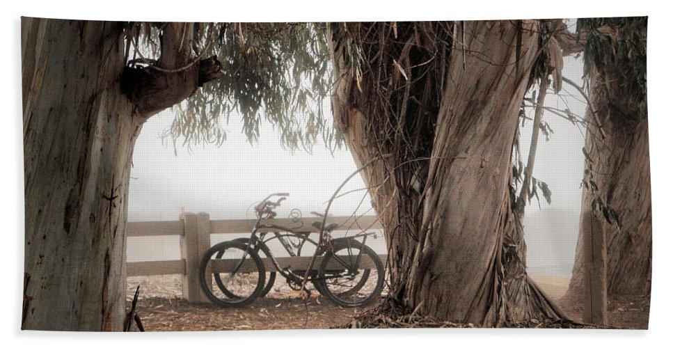 Fog Bath Sheet featuring the photograph Escapar De Mis Realidades by John A Royston