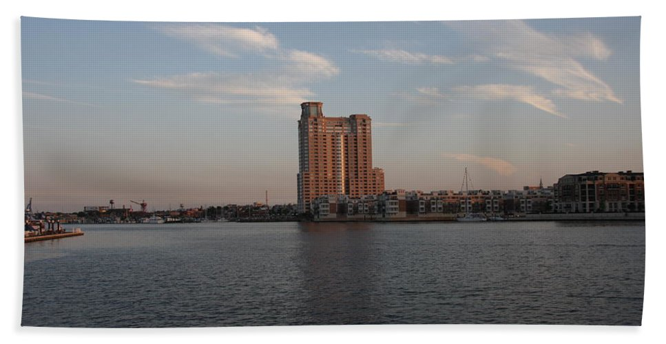Habor Hand Towel featuring the photograph Eveninglight Baltimore Inner Harbor by Christiane Schulze Art And Photography