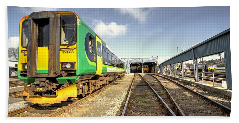 Trains Hand Towel featuring the photograph Exeter Tmd by Rob Hawkins