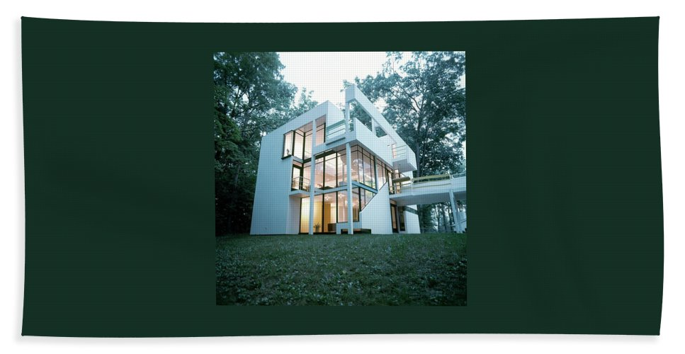 Home Bath Towel featuring the photograph Exterior Of Mr. And Mrs. Jay Hanslemann's by Tom Yee
