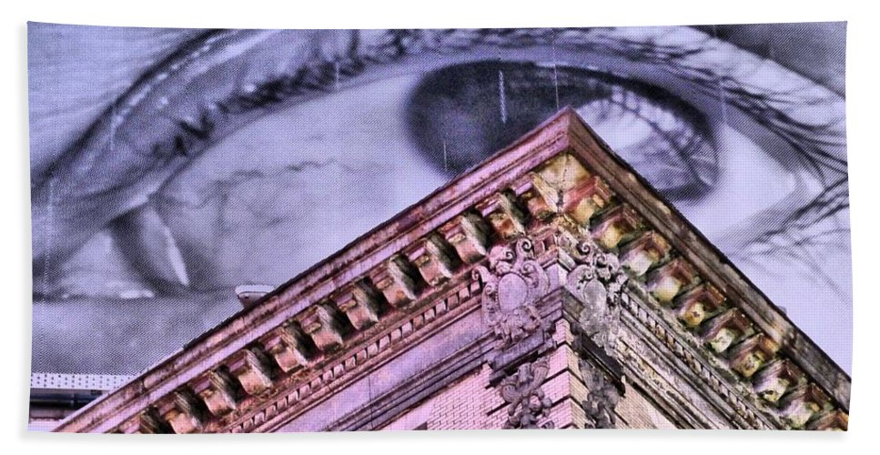 Eye Hand Towel featuring the photograph Eye On The City by Jennifer Wheatley Wolf