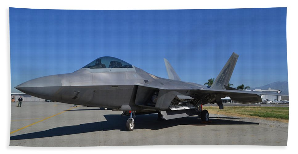 Lockheed Martin F-22 Raptor Bath Sheet featuring the photograph F-22 Raptor 2 by Tommy Anderson