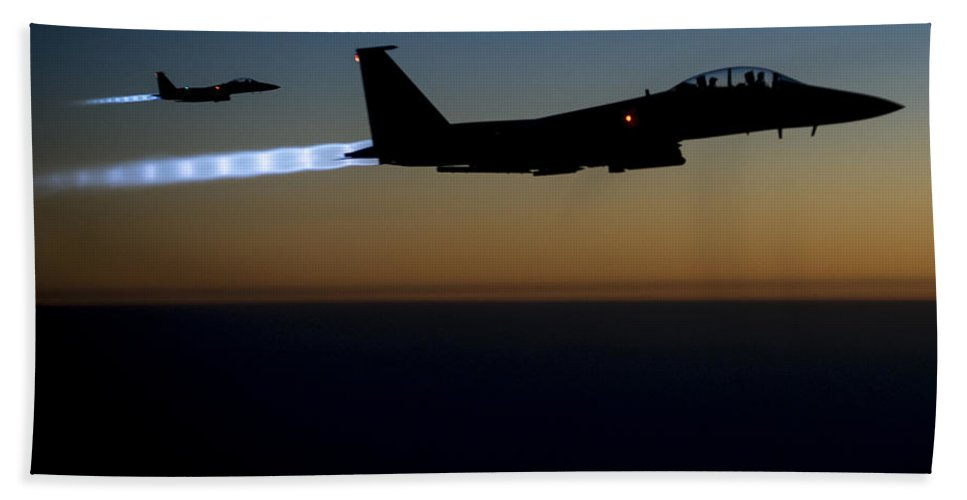 Hand Towel featuring the photograph F15e Strike Eagle by Paul Fearn