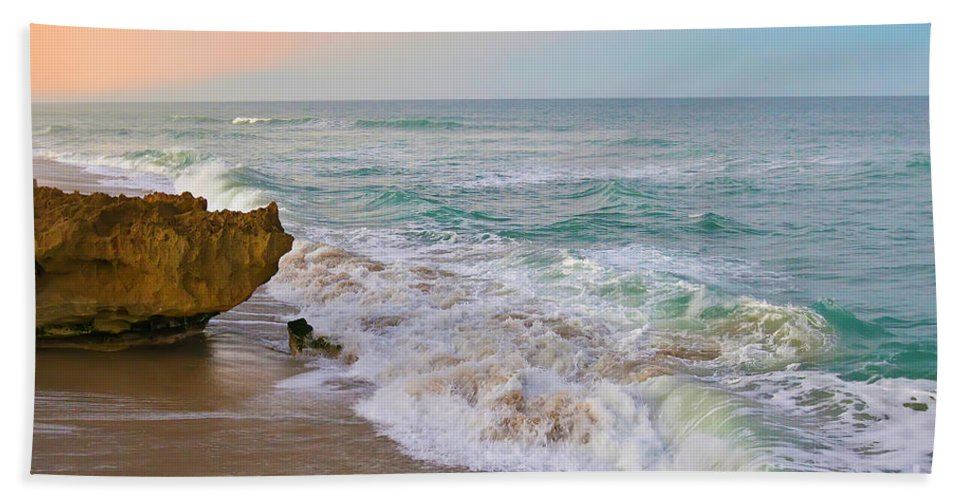 Hutchinson Island Hand Towel featuring the photograph Falling In Love by Olga Hamilton