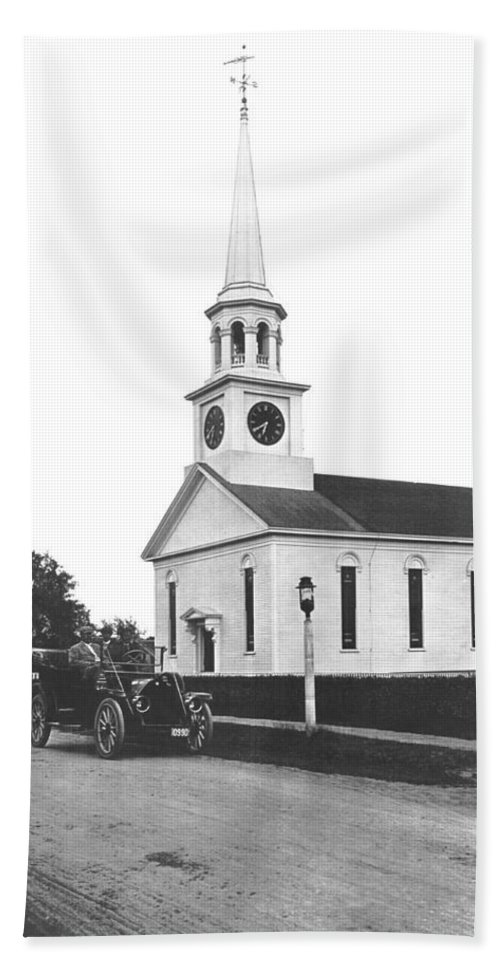 1914 Hand Towel featuring the photograph Falmouth Church In Hyannis by Underwood Archives