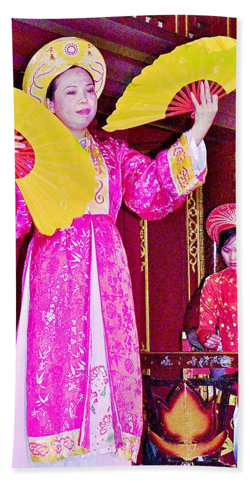 Fan Dancer And Monochord Player In Court Music Show At Citadel Of Nguyen Dynasty In Hue Bath Sheet featuring the photograph Fan Dancer And Monochord Player In Court Music Show At Citadel Of Nguyen Dynasty In Hue-vietnam by Ruth Hager