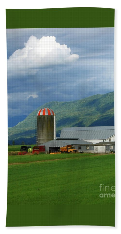 Farm Bath Sheet featuring the photograph Farm In The Valley by Ann Horn