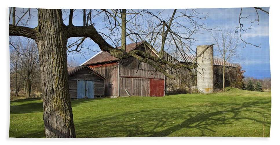 Art Hand Towel featuring the photograph Farm Scene With Barns And Silo by Randall Nyhof