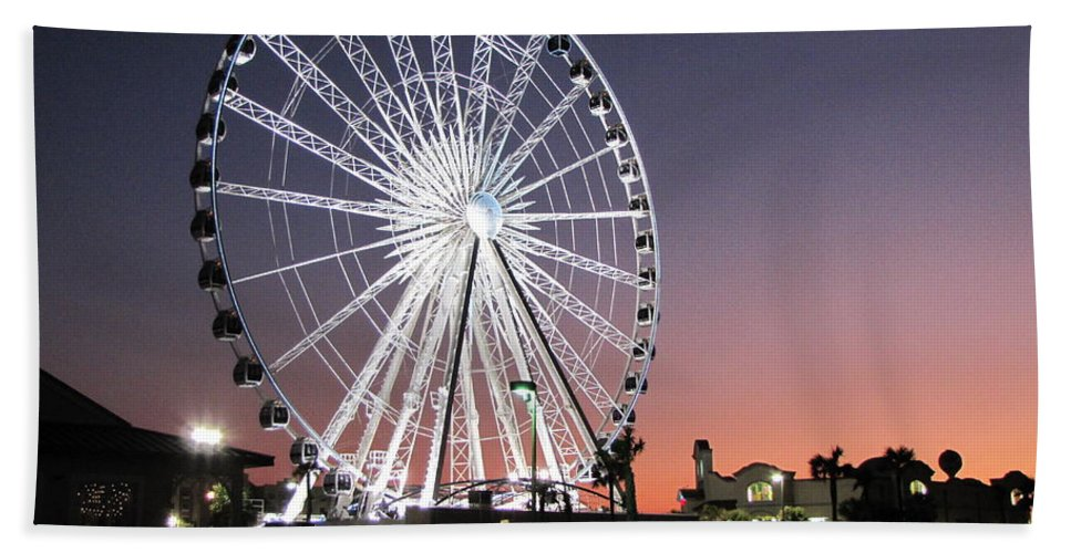 Ferris Wheel Hand Towel featuring the photograph Ferris Wheel 22 by Michelle Powell