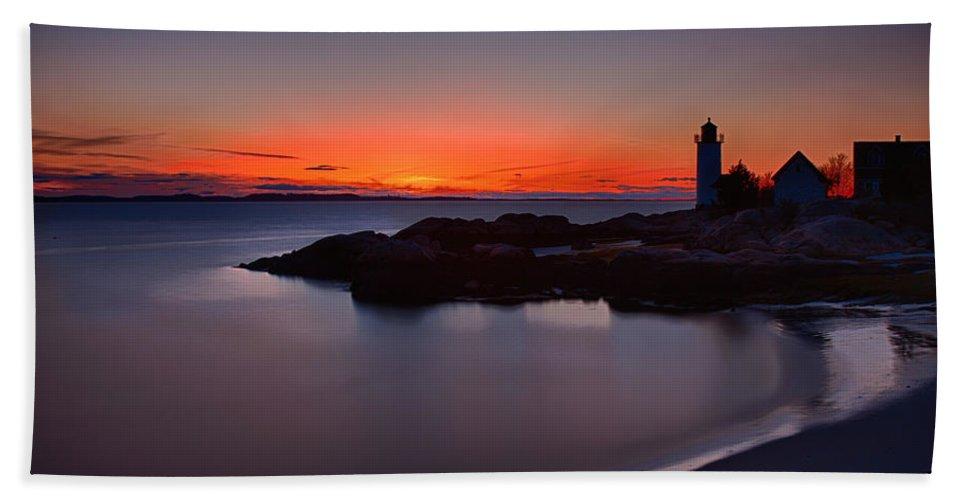 Annisquam Lighthouse Bath Sheet featuring the photograph Final Light by Jeff Folger