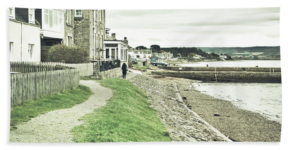 .moray Bath Towel featuring the photograph Findhorn Path by Tom Gowanlock