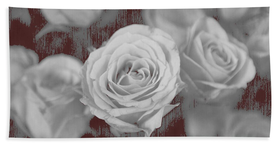 Roses Bath Towel featuring the photograph Finding Your Place by Amanda Barcon