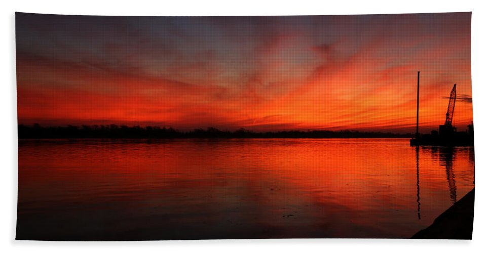 Port Neches Hand Towel featuring the photograph Fire On The River by Judy Vincent