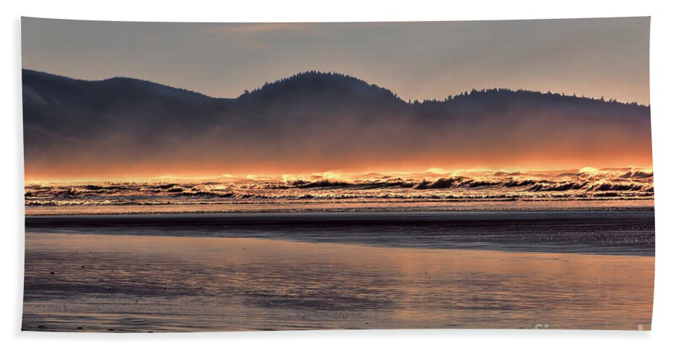 Oregon Hand Towel featuring the photograph Firewater by Jon Burch Photography
