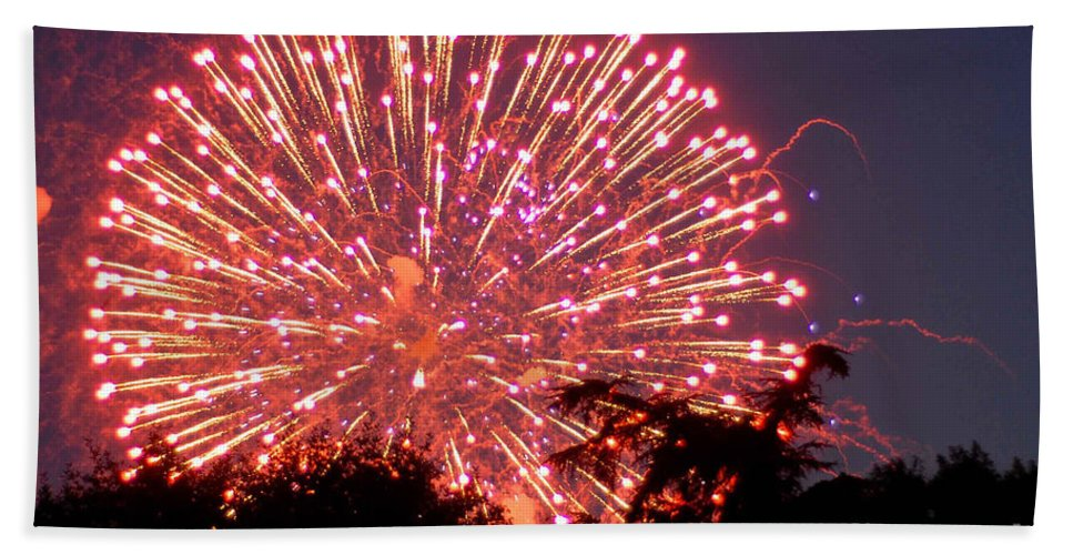 Fireworks Bath Sheet featuring the photograph Fireworks 2014 1 by Wesley Farnsworth