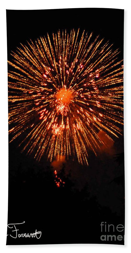 Fireworks Bath Sheet featuring the photograph Fireworks 2014 13 by Wesley Farnsworth