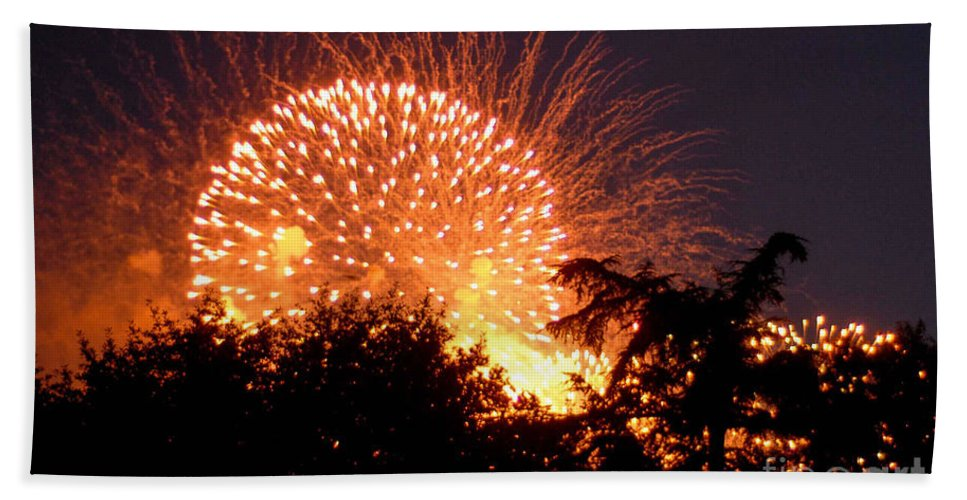 Fireworks Bath Sheet featuring the photograph Fireworks 2014 5 by Wesley Farnsworth