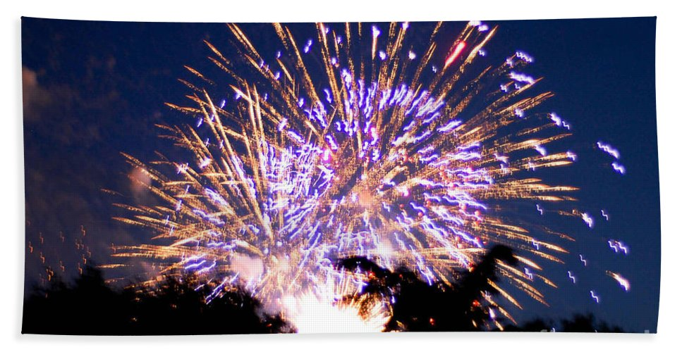 Fireworks Bath Sheet featuring the photograph Fireworks 2014 6 by Wesley Farnsworth