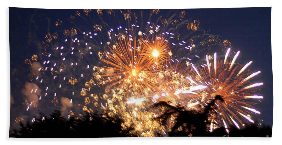 Fireworks Bath Sheet featuring the photograph Fireworks 2014 7 by Wesley Farnsworth
