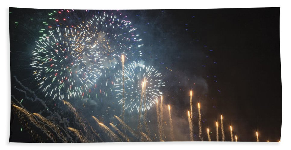 Fireworks Hand Towel featuring the photograph Fireworks-2887 by David Lange