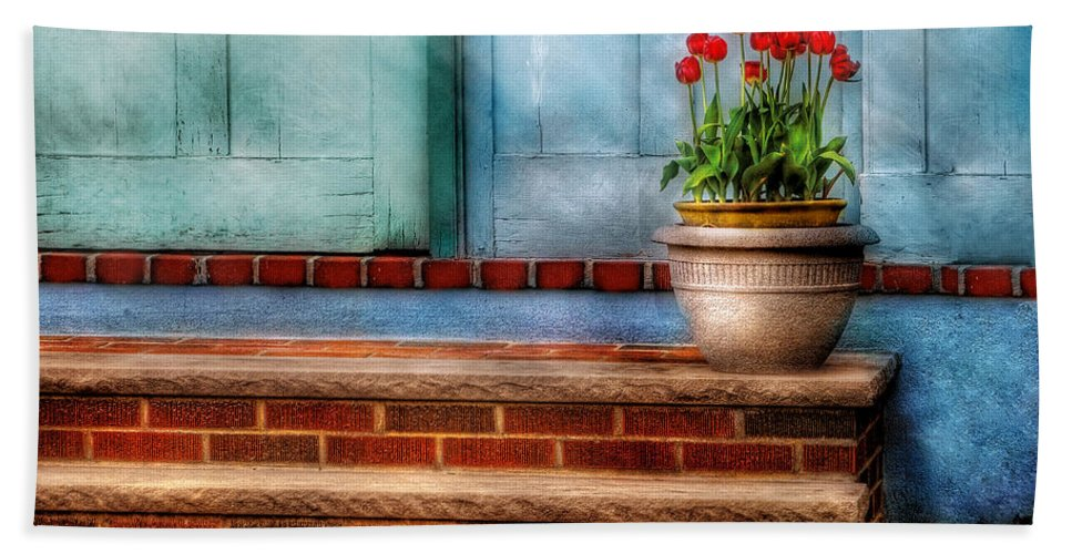Savad Bath Sheet featuring the photograph Flower - Tulip - A Pot Of Tulips by Mike Savad