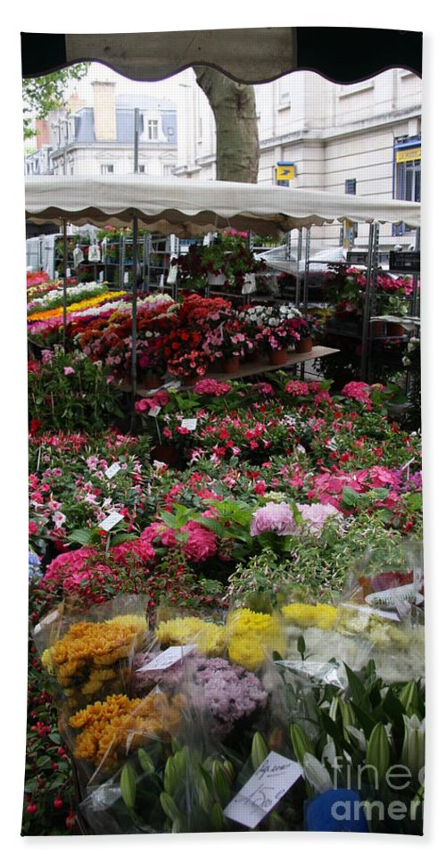 Flowermarket Bath Sheet featuring the photograph Flowermarket - Tours by Christiane Schulze Art And Photography