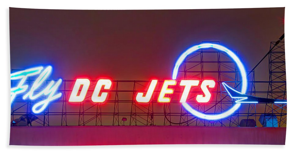 Plane Bath Towel featuring the photograph Fly Dc Jets by Heidi Smith