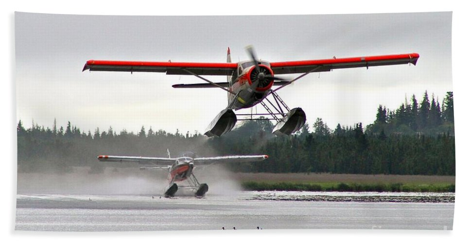Plane Bath Towel featuring the photograph Follow The Leader by Rick Monyahan