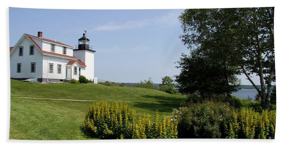 Stockton Springs Bath Sheet featuring the photograph Fort Point Light Maine by Christiane Schulze Art And Photography
