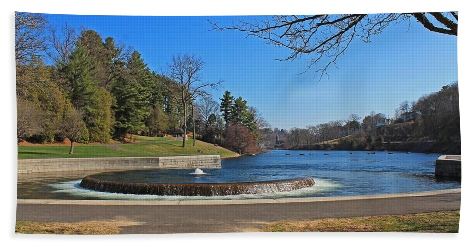 Fountain Hand Towel featuring the photograph Fountain At Wachusett Dam by Michael Saunders