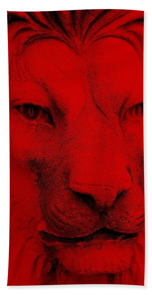 Lion Hand Towel featuring the photograph Frankie Lion Red by Rob Hans