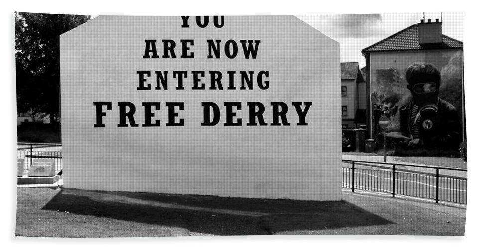 Free Derry Corner Bath Sheet featuring the photograph Free Derry Corner 9 by Nina Ficur Feenan