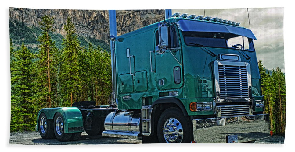 Freightliner Hand Towel featuring the photograph Freightliner Cabover by Randy Harris