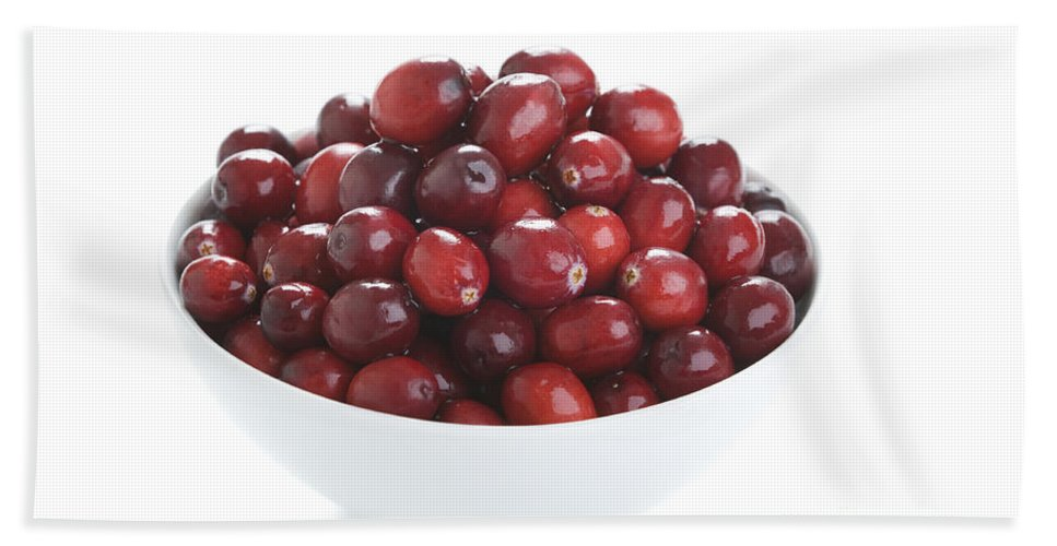 Cranberries Hand Towel featuring the photograph Fresh Cranberries In A White Bowl by Lee Avison