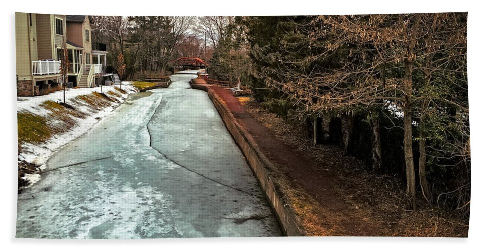 Frozen Hand Towel featuring the photograph Frozen Canal by Tom Gari Gallery-Three-Photography