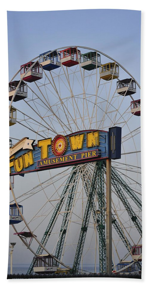 Funtown Pier Hand Towel featuring the photograph Funtown Ferris Wheel by Terry DeLuco