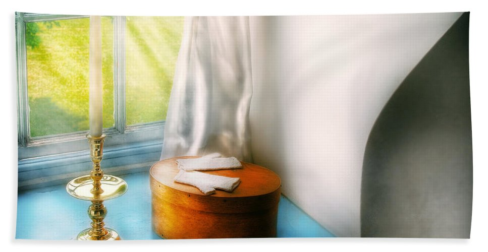 Savad Bath Sheet featuring the photograph Furniture - Lamp - In The Window by Mike Savad